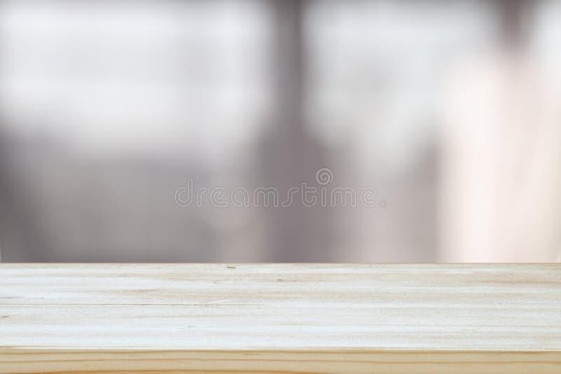 ο κενός επιτραπέζιος πίνακας και το σύγχρονο υπόβαθρο κουζινών στοκ εικόνες με δικαίωμα ελεύθερης χρήσης