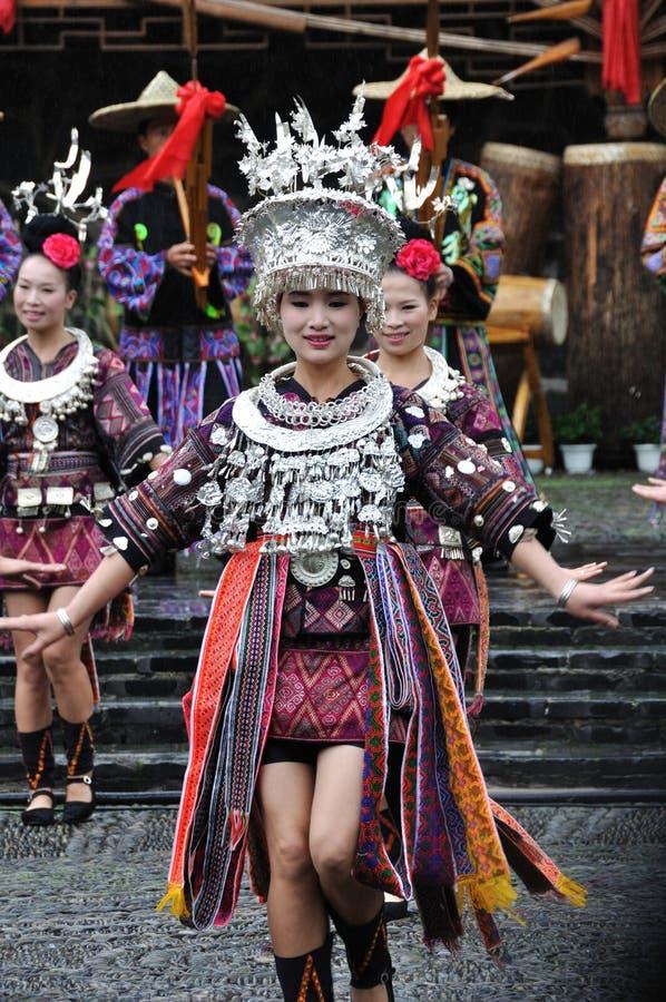 Ο κινεζικός χορός miao στοκ εικόνα με δικαίωμα ελεύθερης χρήσης