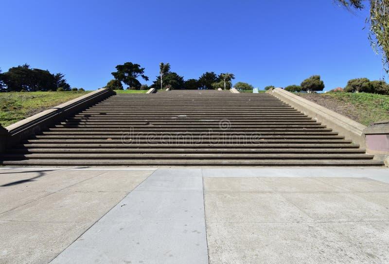 Ο κινηματογράφος έβλαψε τα βήματα του πάρκου της Alta Plaza, 1 στοκ εικόνα