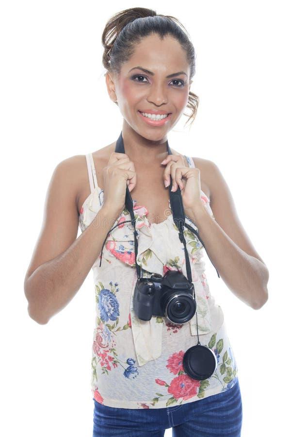 Ο κορίτσι-φωτογράφος παίρνει τις θραύσεις, που απομονώνονται στο λευκό στοκ εικόνα