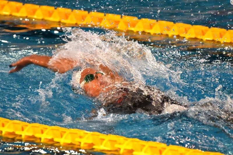 Ο κολυμβητής της Federica Pellegrini κερδίζει τελικό ύπτιου 200mt κατά τη διάρκεια της 7ης κολύμβησης Di Μιλάνο citta Trofeo στοκ εικόνες