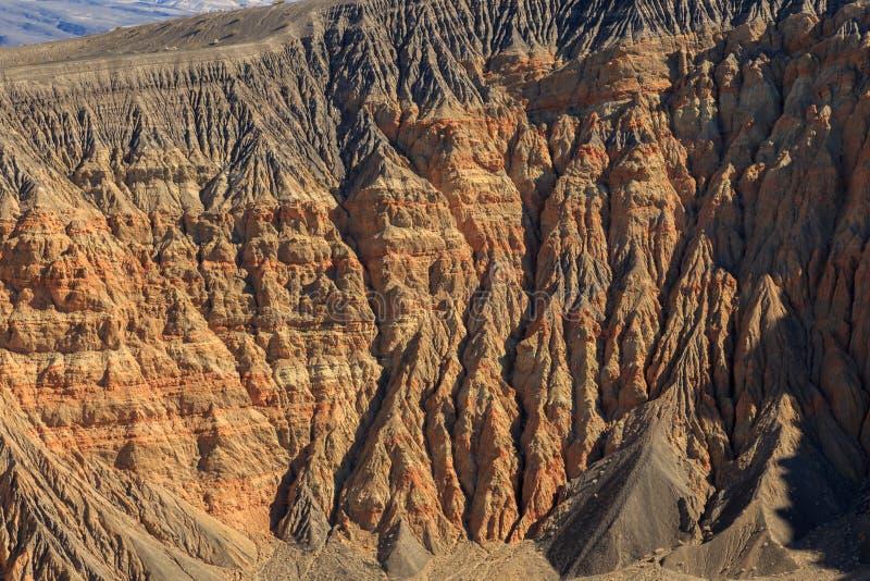 ο κρατήρας Καλιφόρνιας φτιάχνει κρατήρα κοιλάδα πάρκων πεδίων θανάτου την κατά το ήμισυ μεγάλη εθνική βόρεια ubehebe ηφαιστειακή στοκ εικόνα με δικαίωμα ελεύθερης χρήσης