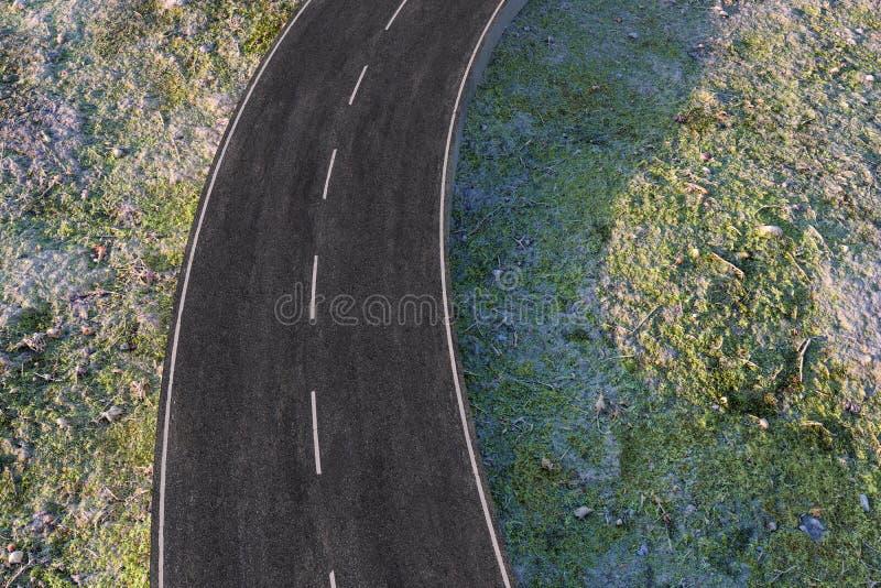 Ο κυματίζοντας δρόμος στα εγκαταλειμμένα προάστια, τρισδιάστατη απόδοση διανυσματική απεικόνιση