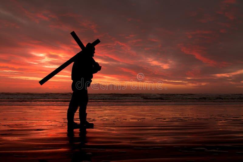 Ο κόκκινος σταυρός ηλιοβασιλέματος φέρνει στοκ εικόνα με δικαίωμα ελεύθερης χρήσης