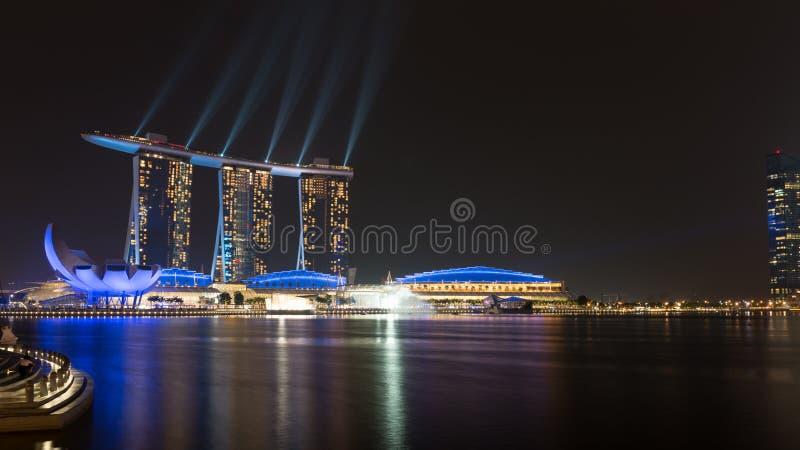 Ο κόλπος μαρινών στρώνει με άμμο το λέιζερ εμφανίζει τη νύχτα, Σιγκαπούρη στοκ φωτογραφία με δικαίωμα ελεύθερης χρήσης