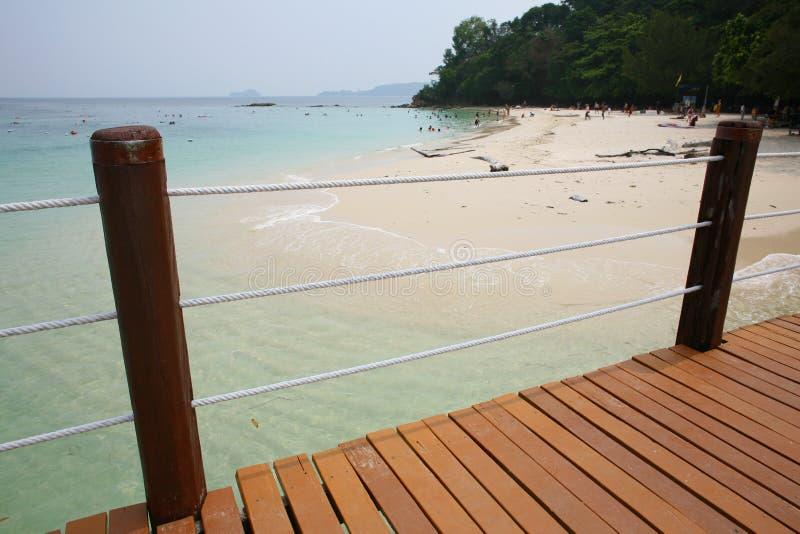 Ο λιμενοβραχίονας βαρκών στο νησί Manukan στοκ εικόνες