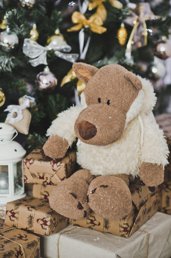 Ο λύκος στα sheeps που ντύνουν για τα χριστουγεννιάτικα δέντρα 4614 στοκ φωτογραφίες με δικαίωμα ελεύθερης χρήσης