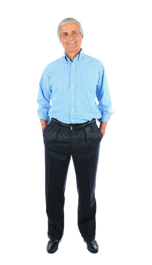 Ο μέσος ηλικίας επιχειρηματίας με παραδίδει τις τσέπες στοκ φωτογραφία
