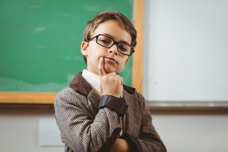 Ο μαθητής έντυσε επάνω ως σκέψη δασκάλων στοκ εικόνα