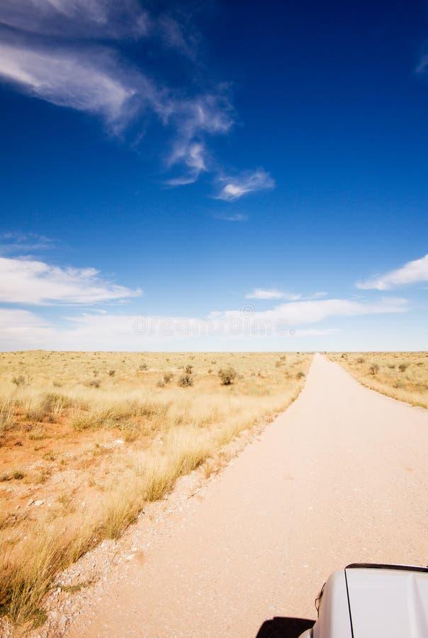 Ο μακρύς ευθύς δρόμος πουθενά στοκ εικόνες