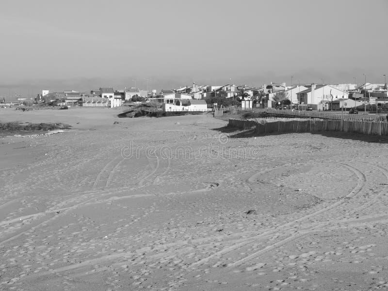 Ο Μαύρος μια άσπρη άποψη Praia de Angeiras στοκ φωτογραφίες