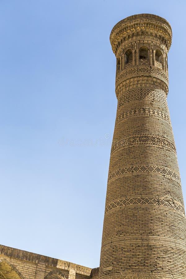 Ο μεγάλος μιναρές Gaukushon που διακοσμείται με τα σχέδια φιαγμένα από τούβλα, Μπουχάρα, Ουζμπεκιστάν στοκ εικόνα
