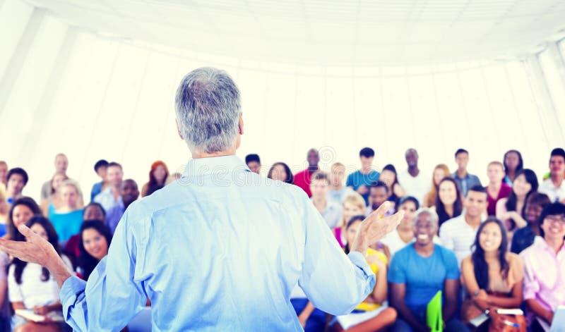 Ο μεγάλος σπουδαστής ομάδας η αίθουσα διάλεξης στοκ φωτογραφίες