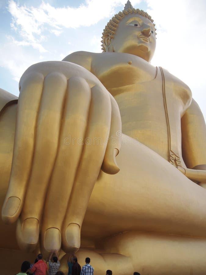 Ο μεγαλύτερος Βούδας σε Wat Muang στοκ εικόνα