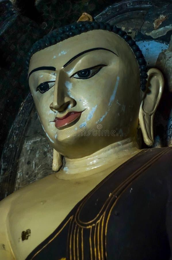 Ο μελαγχολικός Βούδας με τα σημάδια και τις γρατσουνιές στο πρόσωπο στοκ φωτογραφία με δικαίωμα ελεύθερης χρήσης