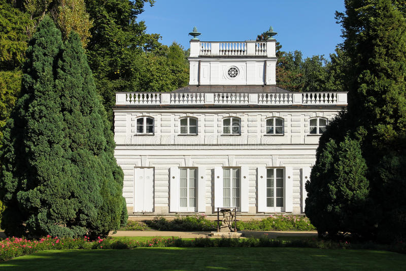 Ο μικρός λευκός οίκος. Πάρκο Lazienki. Βαρσοβία. Πολωνία. στοκ φωτογραφία με δικαίωμα ελεύθερης χρήσης