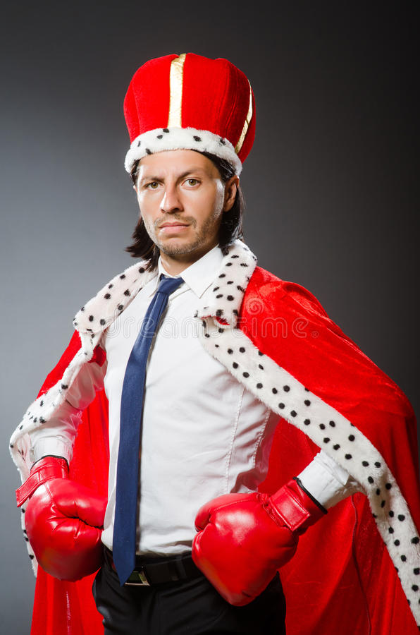 Ο νέος επιχειρηματίας βασιλιάδων στη βασιλική έννοια στοκ φωτογραφία