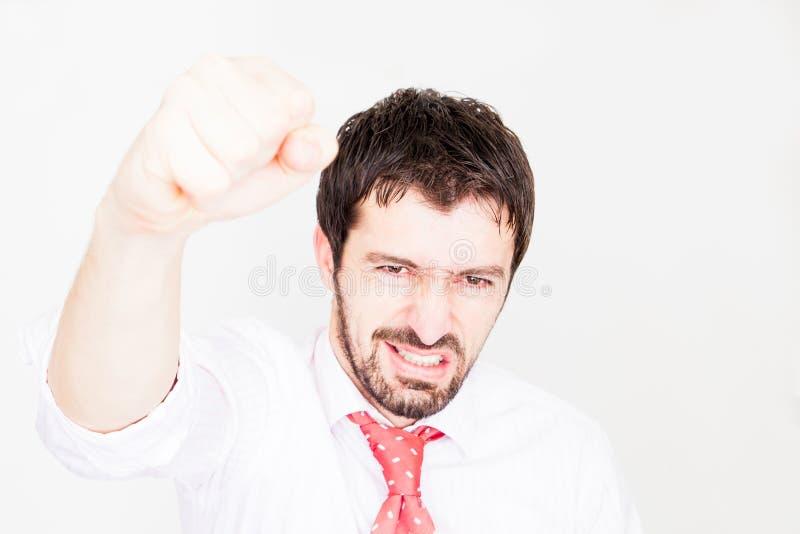 ο επιχειρηματίας κρατά τα όπλα επάνω και γιορτάζει την επιτυχία στοκ εικόνες