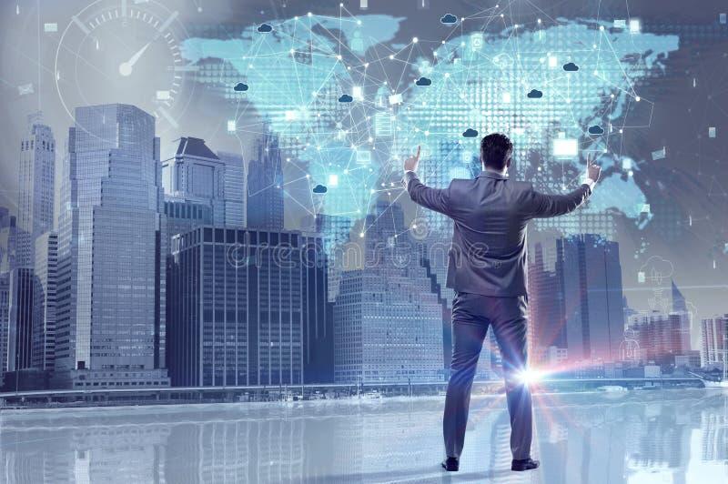 Ο νέος επιχειρηματίας στην έννοια υπολογισμού σύννεφων διανυσματική απεικόνιση