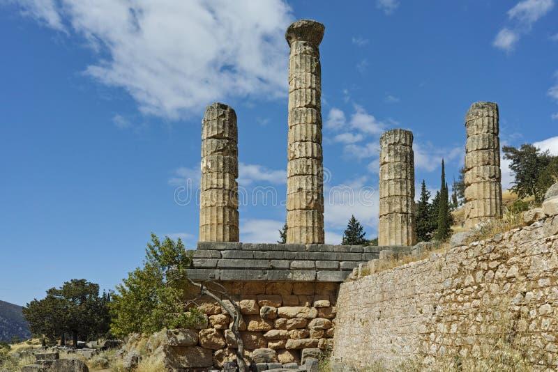 Ο ναός απόλλωνα στην αρχαιολογική περιοχή αρχαίου Έλληνα των Δελφών στοκ εικόνες