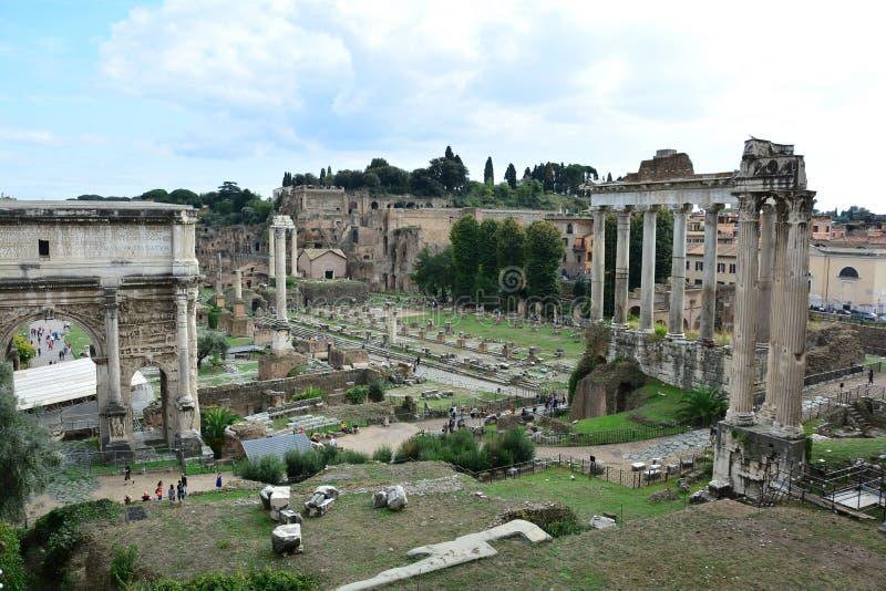 Ο Ναός του Κρόνου και το Ρωμαϊκό Φόρουμ στοκ εικόνες