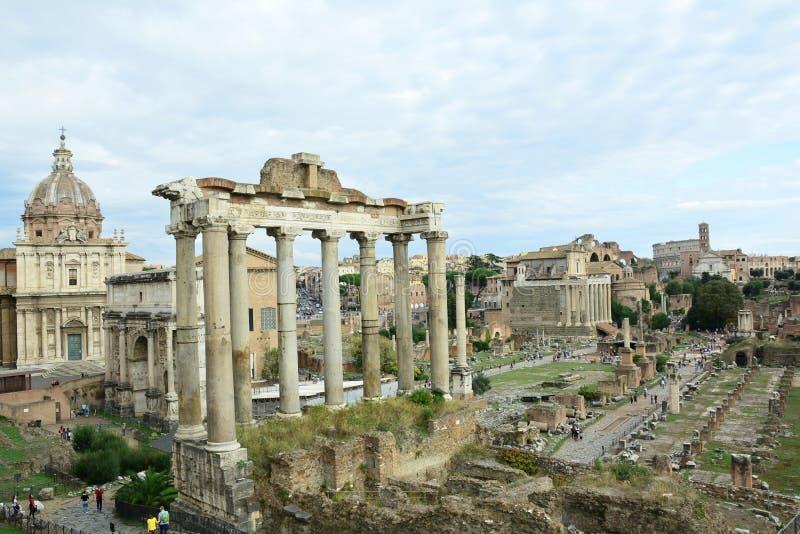 Ο Ναός του Κρόνου και το Ρωμαϊκό Φόρουμ στοκ φωτογραφία