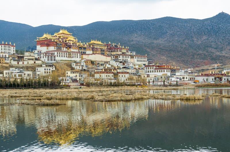 Ο ναός Songzanlin είναι το μεγαλύτερο θιβετιανό μοναστήρι βουδισμού στην επαρχία Yunnan στοκ φωτογραφία με δικαίωμα ελεύθερης χρήσης