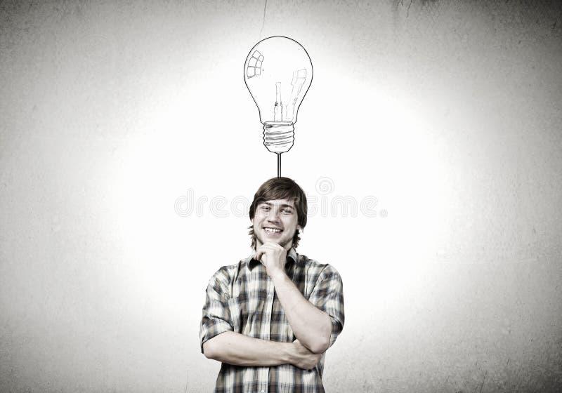 Ο νεαρός άνδρας έχει μια ιδέα στοκ εικόνες