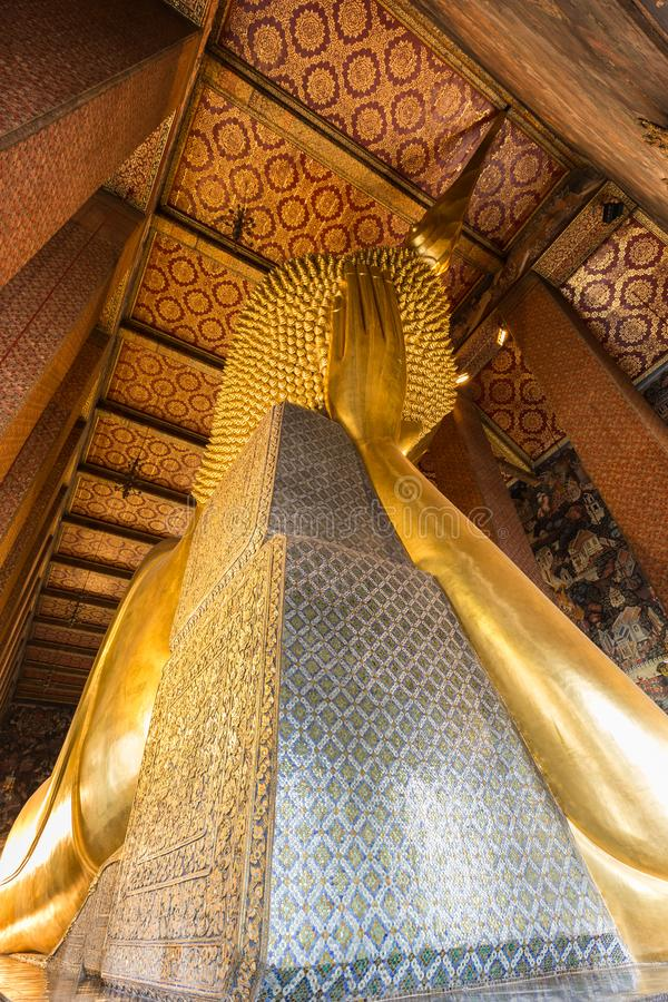 Ο ξαπλώνοντας Βούδας από πίσω στο ναό Wat Pho στοκ φωτογραφία με δικαίωμα ελεύθερης χρήσης
