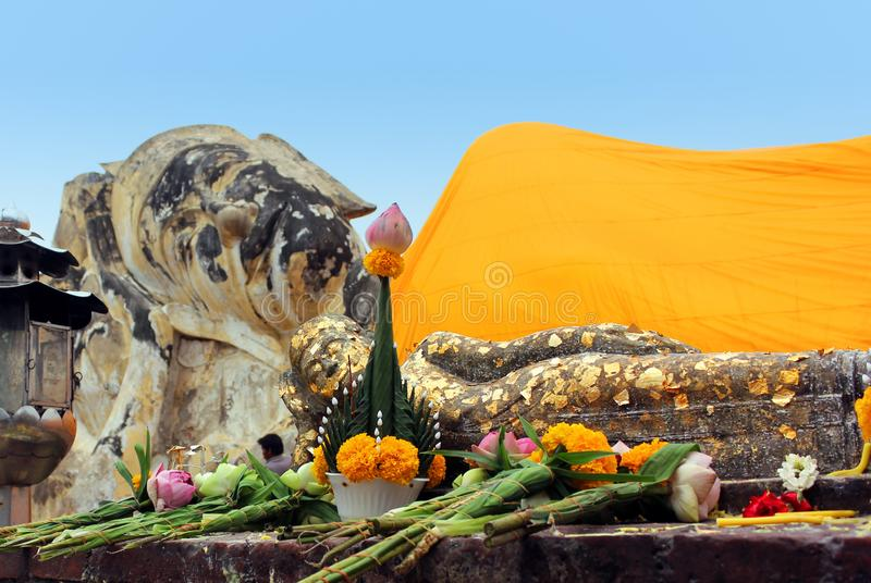 Ο ξαπλώνοντας μεγάλος και μικρός Βούδας σε Wat Lokayasutharam στοκ φωτογραφία με δικαίωμα ελεύθερης χρήσης