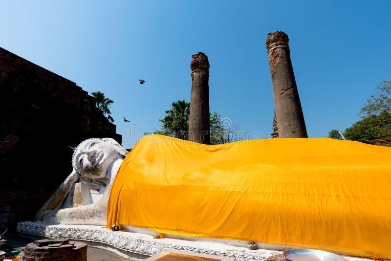 Ο ξαπλώνοντας Βούδας σε Wat Yai Chai Mongkol σε Ayutthaya ιστορικό στοκ φωτογραφία