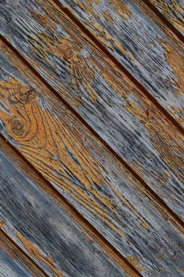 Ο ξύλινος πίνακας σύστασης που ξεπεράστηκε ράγισε το παλαιό επιφάνειας υποβάθρου κάθετο σχέδιο φραγμών σχεδίου παράλληλο στοκ εικόνα