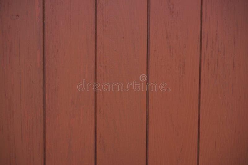 Ο ξύλινος φράκτης χρωμάτισε κόκκινο καφετή στοκ εικόνες