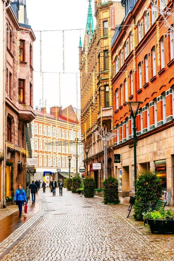 Οδοί και αρχιτεκτονική της πόλης Μάλμοε στην περίοδο Χριστουγέννων και διακοπών στη Σουηδία στοκ εικόνες