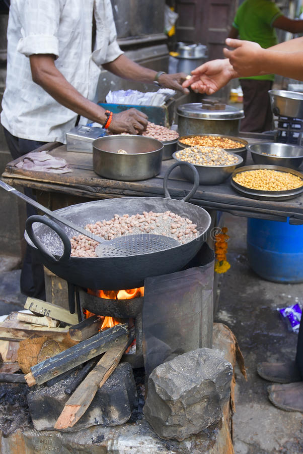 Οδοί τροφίμων οδών της Βομβάη (MUMBAI, ΙΝΔΊΑ) των παραδοσιακών στοκ εικόνα με δικαίωμα ελεύθερης χρήσης