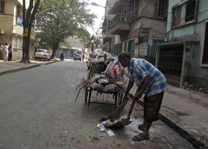 οδοί kolkata επαιτών Καθαριστής οδών στοκ φωτογραφία