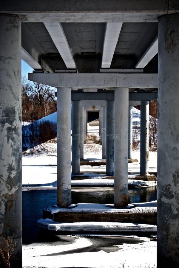 Οδογέφυρα με μια άποψη του κατώτατου σημείου στοκ φωτογραφία με δικαίωμα ελεύθερης χρήσης