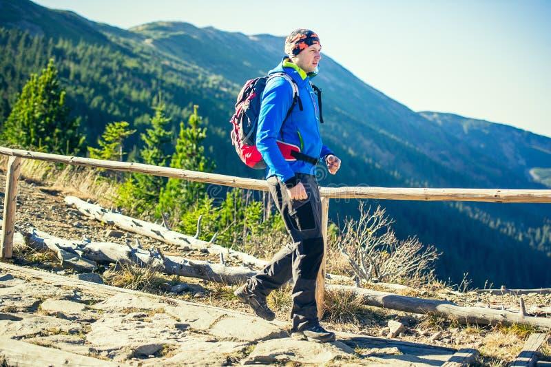 οδοιπορία βουνών στοκ φωτογραφία με δικαίωμα ελεύθερης χρήσης