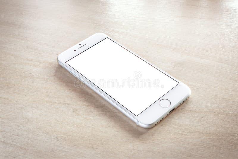 Ολοκαίνουργιο iPhone 7 ασήμι με την κενή οθόνη στοκ εικόνα με δικαίωμα ελεύθερης χρήσης