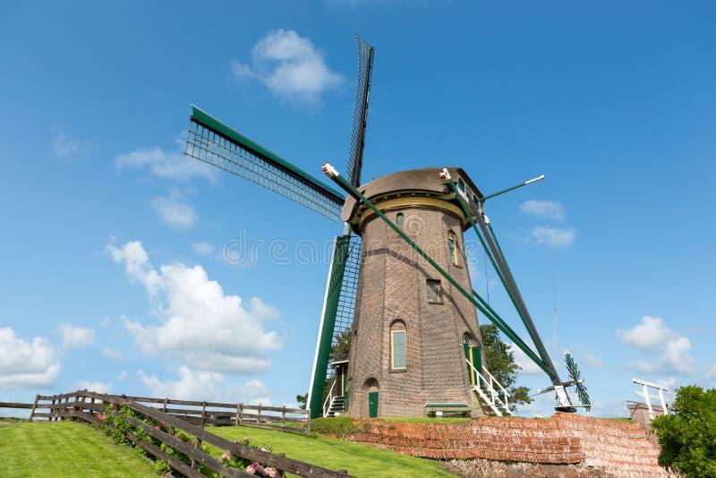Ο ολλανδικός ιστορικός ανεμόμυλος σε Rijpwetering στοκ εικόνα
