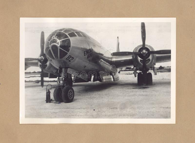 Ο ομοφυλόφιλος Enola βομβαρδιστικών αεροπλάνων Δεύτερου Παγκόσμιου Πολέμου στο νησί Tinian στοκ εικόνα