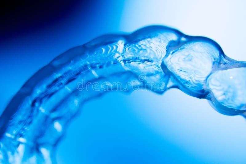 Οδοντικά αόρατα στηρίγματα υποστηριγμάτων δοντιών υπηρετών στοκ εικόνες
