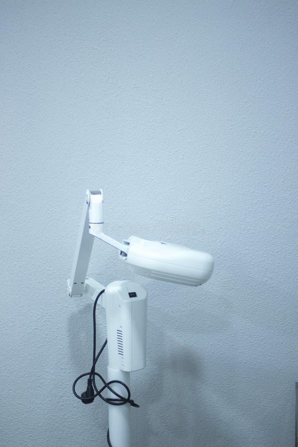 Οδοντική καρέκλα οδοντιάτρων στοκ εικόνα