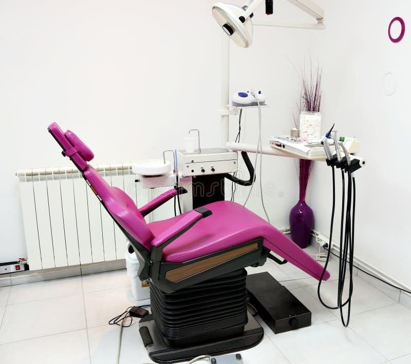 Οδοντική κλινική με την καρέκλα στοκ εικόνες