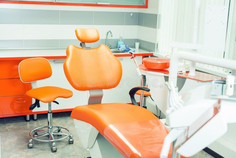 Οδοντικό σύγχρονο γραφείο Εσωτερικό οδοντιατρικής Ιατρικός εξοπλισμός κλινική οδοντική στοκ φωτογραφία