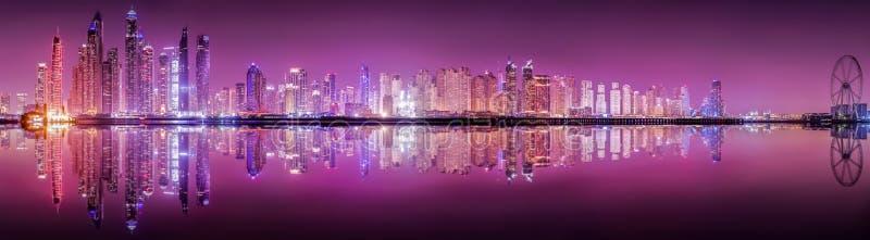Ο ορίζοντας της μαρίνας του Ντουμπάι στοκ εικόνα