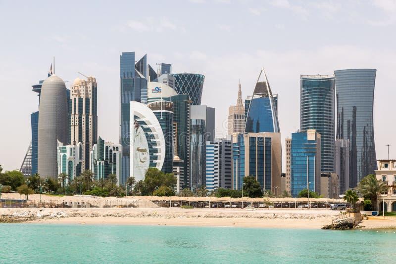 Ο ορίζοντας Doha, Κατάρ Σύγχρονη πλούσια Μεσο-Ανατολική πόλη στοκ φωτογραφία με δικαίωμα ελεύθερης χρήσης