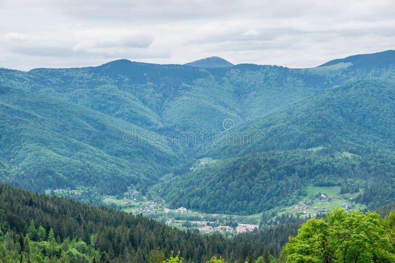 Ο ορεινός όγκος των Καρπάθιων βουνών στοκ φωτογραφίες με δικαίωμα ελεύθερης χρήσης
