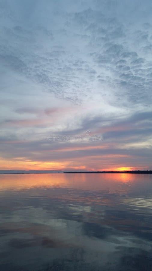 ο ουρανός είναι στην πυρκαγιά με το χρώμα στοκ φωτογραφίες με δικαίωμα ελεύθερης χρήσης