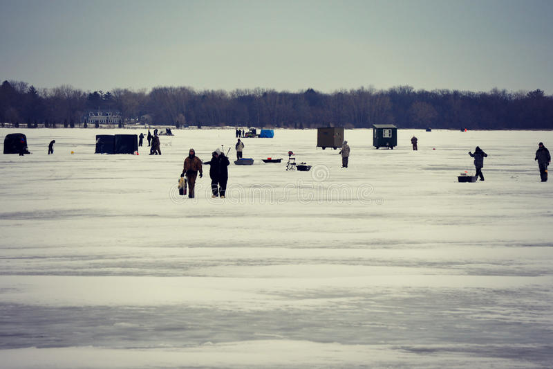 ο πάγος αλιείας ψαριών βρίσκεται ακριβώς παγιδευμένος transbaikalia χειμώνας της Ρωσίας στοκ εικόνα με δικαίωμα ελεύθερης χρήσης